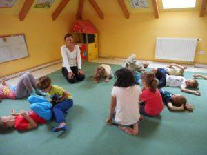 A kutyakommunikáció megismertetése ovisokkal