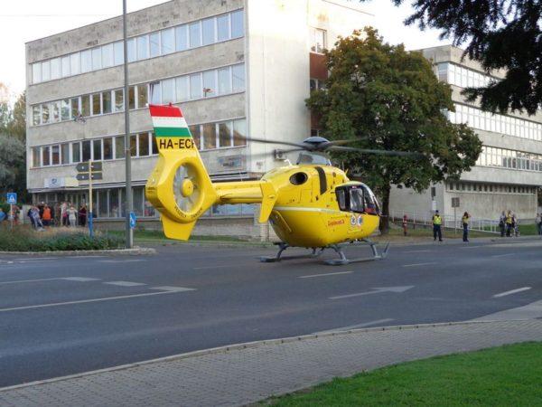 A gyorsétterem előtti téren landolt a helikopter. Fotók: a szerző