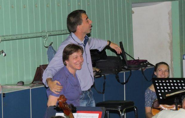 Erdélyi Ágnes és unokaöccse, Erdélyi Dániel, a Műegyetem Zenekarának vezetője, aki ma Kodály Budavári Te Deumát vezényli