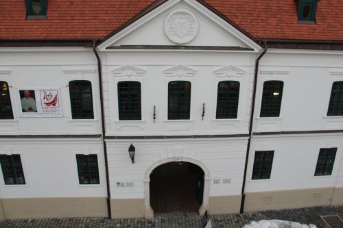 A Szaléziánum épülete a várban. Fotó: szalezianum.hu