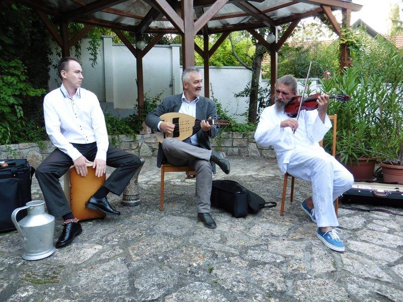 Franczia Dániel, Bakos Árpád és Miroszlav Jovancsity örömzenéjét élvezhette a Bősze Ferenc Szalon közönsége. Fotók: a szerző