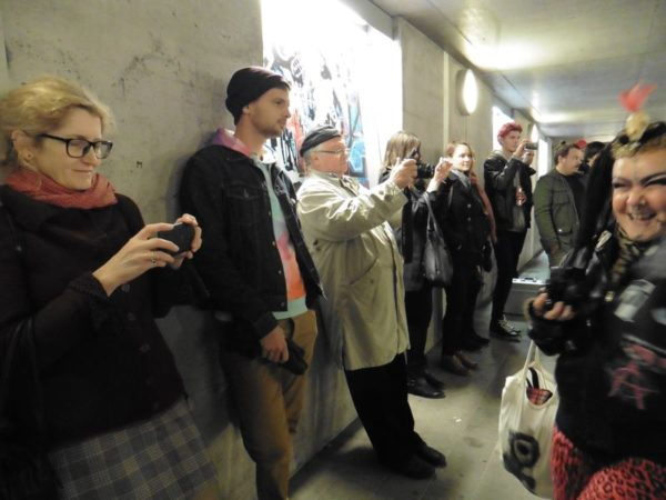 A kiállításmegnyitó közönsége. Fotók: a szerző