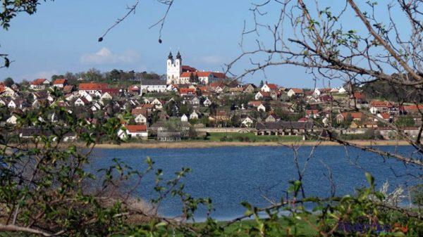 Tihany a 2000 alatti lakosú települések kategóriájában indult, de a 2000-10 000 lakosú települések versenyében nyert. Fotó: Győrffy Árpád