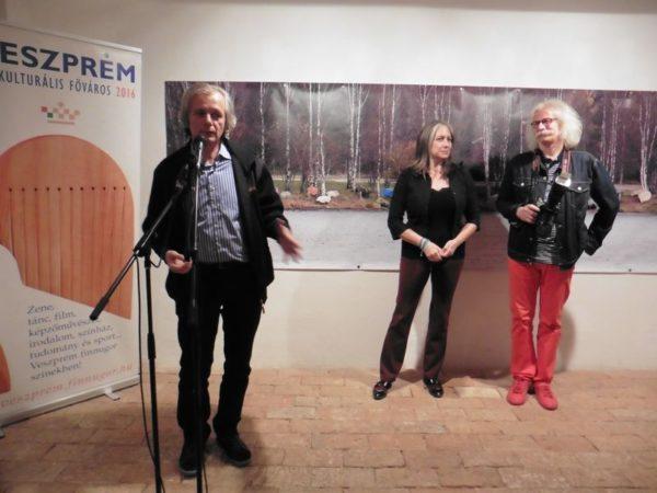 Hegyeshalmi László, Sirató Ildikó és Gáspár Gábor a kiállítás megnyitóján. Fotók: a szerző