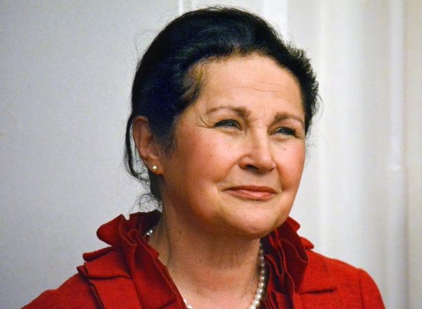 November 26-án 19 órától a Pannon Egyetem aulájában lép fel Pitti Katalin operaénekes