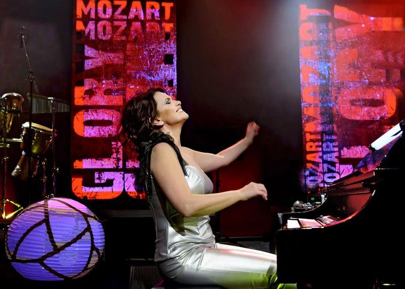 Szentpéteri Csilla vallja, hogy a zenét nem érteni, hanem élvezni, érezni kell