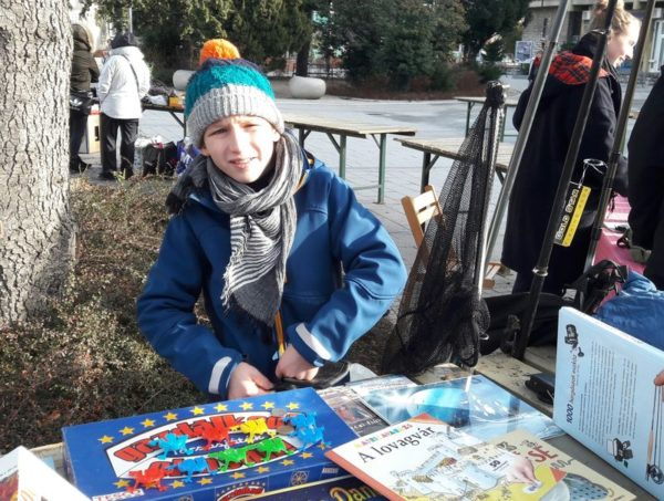 Szita Gábor, a nemesvámosi Fehérlófia Waldorf Iskola ötödikese már harmadik éve visszatérő résztvevője az adventi bolhapiacnak