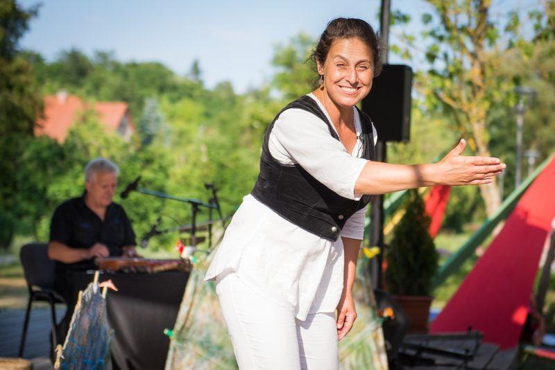 Écsi Gyöngyi egy korábbi előadáson. Fotó: Kabóca Bábszínház