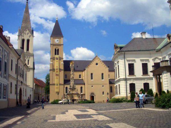 A vasárnapi látnivalók egyike a vár. Fotó: idegenvezetok-veszprem.org