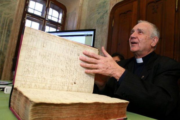 Nagy Károly esperes kiemelte, egy pap életében nagyon fontos az anyakönyvek vezetése
