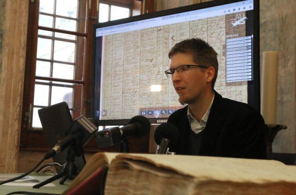 Dr. Karlinszky Balázs elmondta, a 21. században már jogos igény, hogy a dokumentumaik digitálisan is hozzáférhetőek legyenek. Fotók: Nagy Lajos