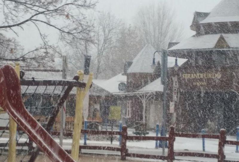 Pénteken délután már szakadt a hó a karnevál tervezett helyszínén. Fotó: a szerző