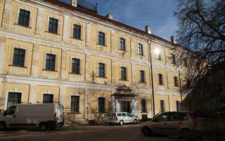 VÁR UTCA – Múzeumi kiállítóhely lehetne a volt közgazdasági