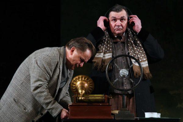 Kőrösi Csaba és Csankó Zoltán A király beszéde című előadásban. Fotó: Petőfi Színház