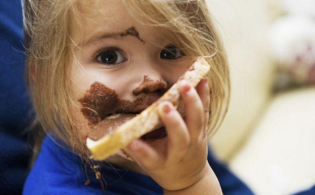 dete-hrana-cokolada-musavo