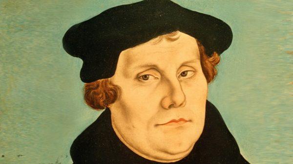 Martin Luther (magyarosan: Luther Márton) a protestáns reformáció szellemi atyja, lelkész, reformátor. Ágoston-rendi szerzetesként lett teológus és professzor, a wittenbergi egyetem bibliatanára volt