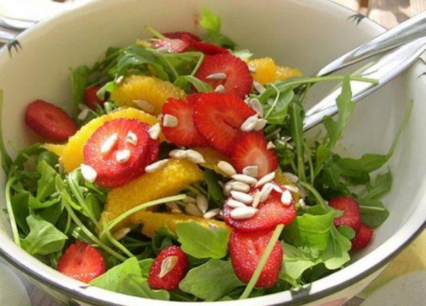 Arra is törekszem, hogy napi egy étkezésem általában kizárólag nyers gyümölcsökből és zöldségekből álljon