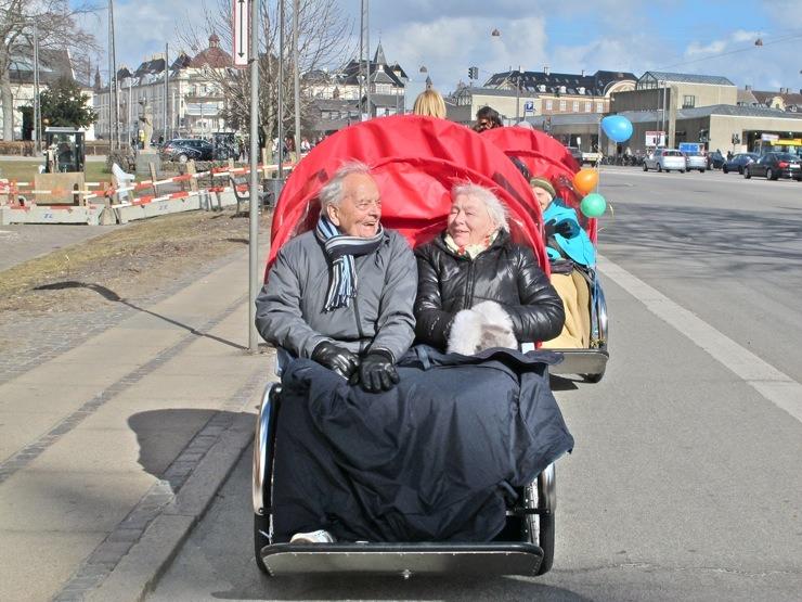 Boldog északiak. Fotó: Cycling without age