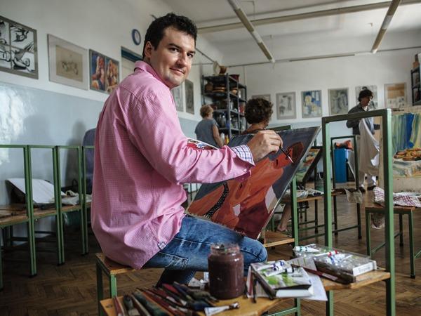 Blaskó Bence alkotás közben. Fotó: nlcafe.hu/Németh Gabriella