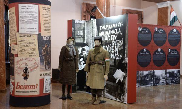 A fotó a kiállítás eredeti helyszínén készült. Kép forrása: honvedelem.hu/Krasznai-Nehrebeczky Mária