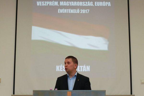 Kész Zoltán hisz a helyi képviselet modelljében. Fotók: Nagy Lajos
