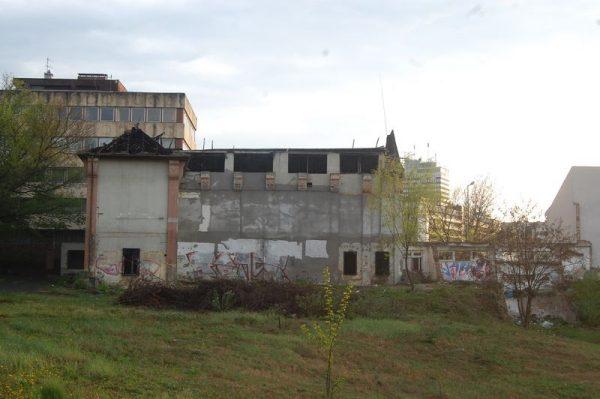 A bútorgyár régi épületének maradványa a belváros közepén. Fotók: Nyéki Roland