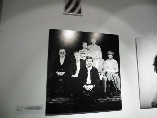A legendás előadás, Mrožek Tangójának szereplői. Állnak: Eszenyi Enikő és Gálffy László (akkor még főiskolai hallgatók), ülnek (balról jobbra): Darvas Iván, Gobbi Hilda, Szilágyi Tibor, Páger Antal, Ruttkai Éva