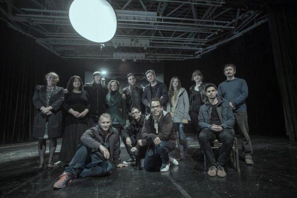 A Szeretfilm Stúdió tagjai és a Júlia él című új rövidjátékfilm szereplői. Fotó: Molnár László