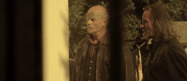 Tamás (bekötött szemmel) a Szeretföld egyik jelenetében, Vágner szerepében. Fotó: Ladányi János