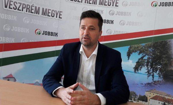 Kepli Lajos, a Jobbik országgyűlési képviselője a sajtótájékoztatón. Fotó: a szerző