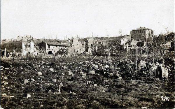 Száz esztendővel ezelőtt, az I. világháborúban, 1917. május 23-a és 25-e között, a X. isonzói-csata során, a Doberdói-fennsík folytatását képző Karszt-fennsíkon található Kostanjevica községnél (napjainkban Szlovénia) aratta legnagyobb győzelmét a m. kir. 41. honvéd hadosztály. A győzelemből alaposan kivették a részüket Veszprém háziezredei: a 31. honvéd gyalogezred és a 41. (korában 7.) honvéd tábori tüzérezred is. Az olasz haderő előretörése Isztria felé nem sikerült. A honvédek 48 óra alatt 17 olasz rohamot vertek vissza, az ellenségtől már megszállt állásaikat visszafoglalták és megtartották. Erről emlékezünk meg a Honvédelem Napján. (Rainer Pál történész)