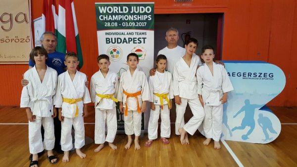 A veszprémi csapat tagjai és edzői. Fotó: Veszprém Judo SE