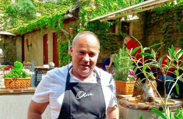 Az Oliva étterem tulajdonosaként maga is sűrűn ragad fakanalat. Fotó: a szerző