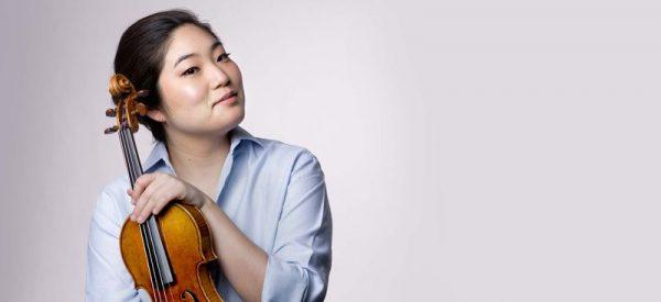 Bach három szólódarabját játssza a Bazilikában Suyoen Kim hegedűművésznő augusztus 3-án. Fotó: suyoenkim.com