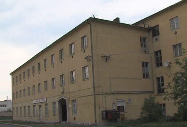 Méltatlan körülmények között működik a Családok Átmeneti Otthona a Pápai úton. Fotó: Veszprém Televízió