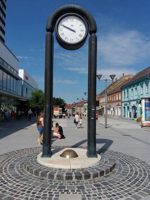 Az órát 1989 márciusában avatták fel