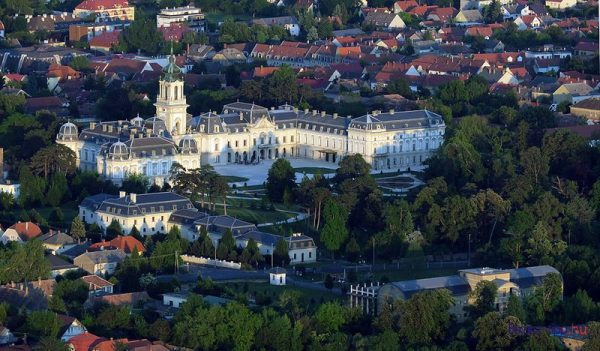 A keszthelyi Festetics-kastély és a kastélypark is a Balaton-felvidéki kultúrtáj része. Fotó: balatontipp.hu