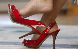 EROTIKA – A nő a lábánál kezdődik