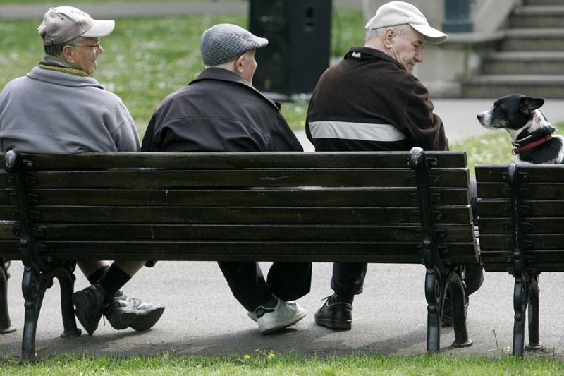 A szakértők szerint egy évtizeden belül demográfiai szökőár döntheti romba a jelenlegi nyugdíjrendszert.  Fotók: Internet
