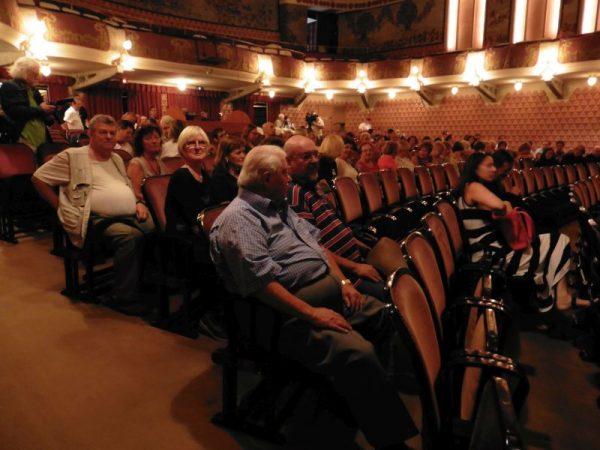 Gazdag nyár áll a társulat tagjai és a színház dolgozói mögött. Fotók: a szerző