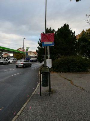 A Kabay utcai megálló láthatóan le van fóliázva
