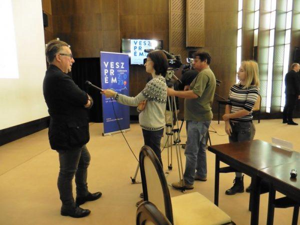 Gerhes Gábor Munkácsy-díjas képzőművész nyilatkozik a sajtótájékoztató után. Fotók: a szerző