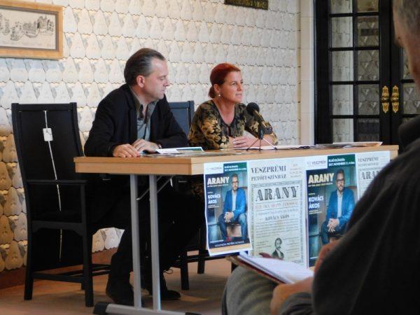 Oberfrank Pál igazgató és Kellerné Egresi Zsuzsanna művészeti főtitkár a sajtótájékoztatón. Fotó: Petőfi Színház