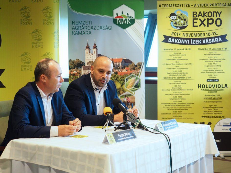 Porga Gyula polgármester és Sövényházi Balázs ötletgazda tájékoztatott az idei Bakony Expo programjairól (Fotó: Nagy Lajos)