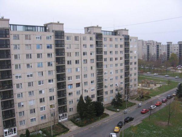 Kész Zoltán független országgyűlési képviselő határozati javaslatot nyújtott be a parlamentnek, a szakmai egyeztetés részeként pedig előzőleg lakásszövetkezeti elnökökkel, közös képviselőkkel találkozott