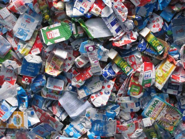 A  tejek, gyümölcslevek csomagolásául szolgáló italoskarton doboz 75 százaléka papír, mely akár ötször-tízszer is újrahasznosítható