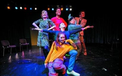 A Győri Nemzeti Színház Csoportterápia című musical komédiájának egy jelenete