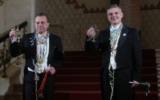 SZILVESZTER – Fergeteges show a Petőfiben