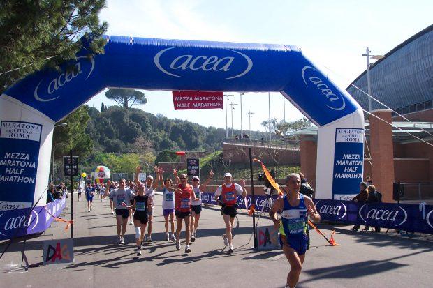 Féltávnál a csapat a 2004-es Róma Marathonon