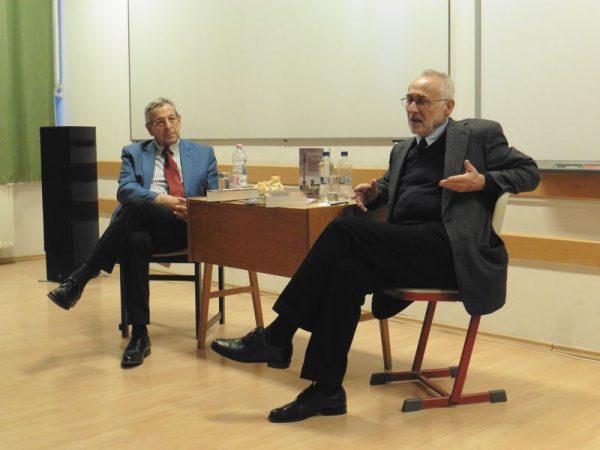 Balról Papp Gábor, jobbról Romsics Ignác a Magyarország története című könyv veszprémi bemutatóján. Fotók: a szerző